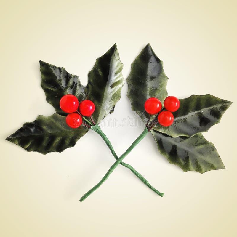 Kunstmatige Europese Hulstbladeren met rode bessen stock afbeelding