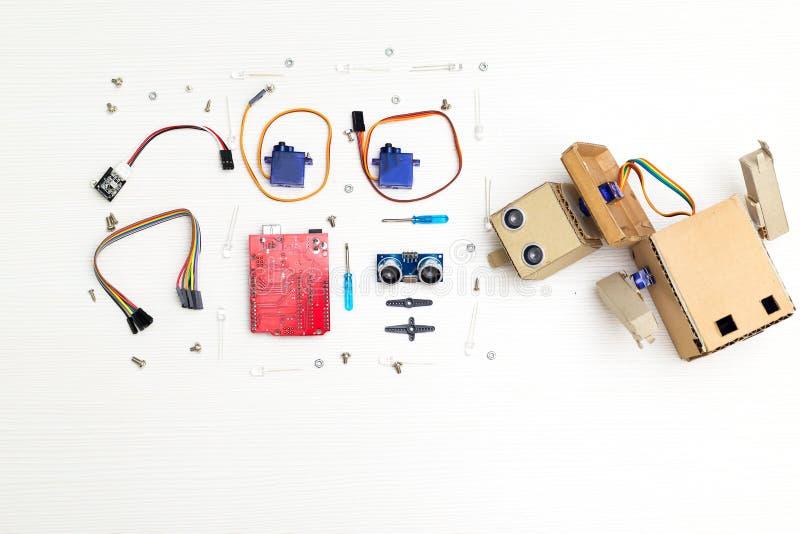 Kunstmatige intelligentie Robot met handen en roboticadelen en royalty-vrije stock foto's