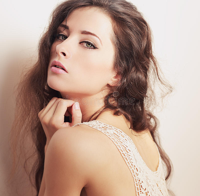 Kunstporträt der sexy Frau mit grünem Make-up mustert stockbilder