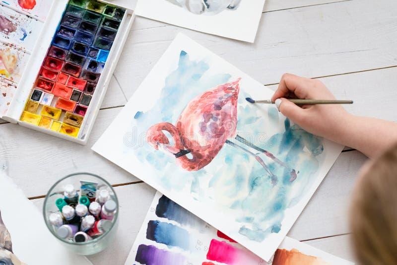 Kunsttherapiemalklasseaquarell-Tintenbürste stockfoto