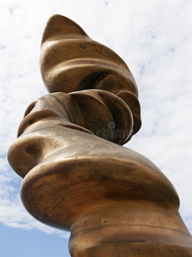 Kunstwerk im Metall durch den Fluss lizenzfreies stockfoto