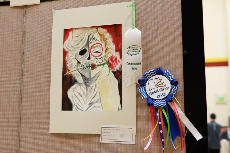 Kunstwerk op vertoning bij lokale kunstmarkt royalty-vrije stock afbeelding