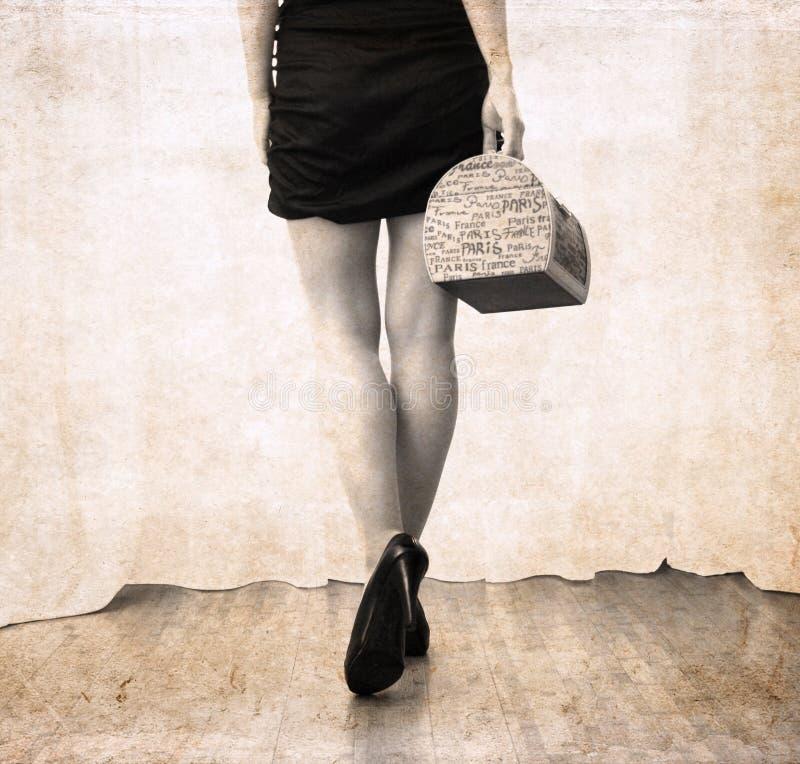Kunstwerk in uitstekende stijl, vrouw die weggaan royalty-vrije stock afbeelding