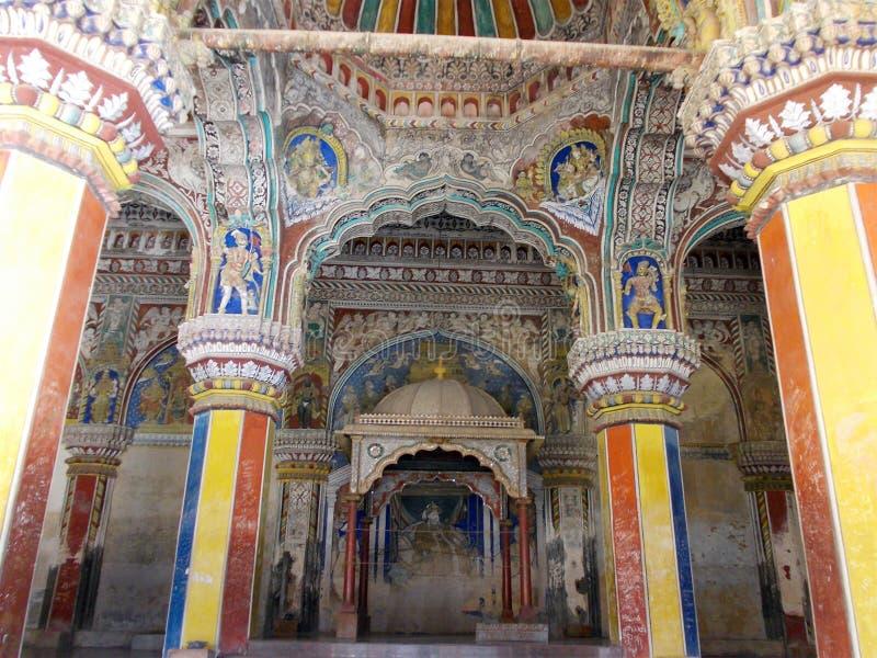Kunstwerken binnen een tempel in Zuid-India stock afbeeldingen