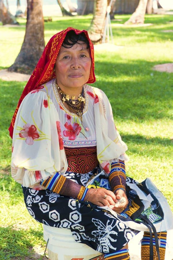 Kuny kobieta, Panama z tradycyjnym ubierającym obraz royalty free