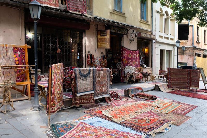 Kup, gdzie sprzedają różne rodzaje i formy dywanów dla domu zdjęcia royalty free