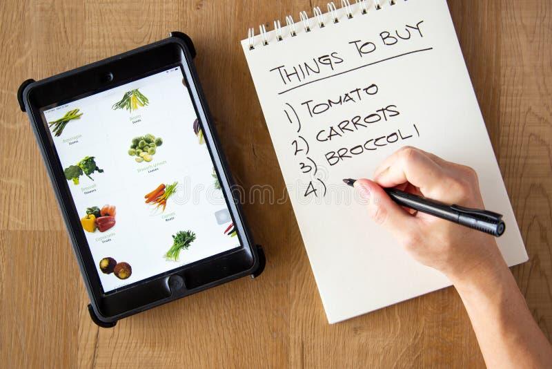 Kup warzywny koncept online zdjęcie stock