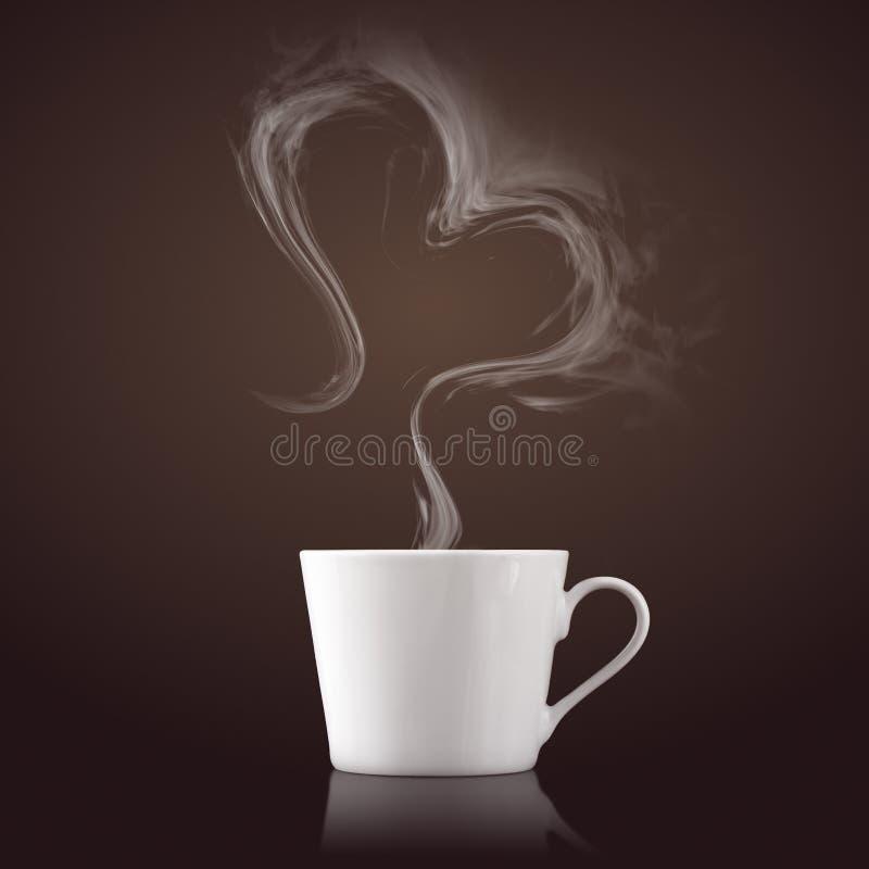 Kupa av kaffe med ånga i hjärta formar arkivfoton