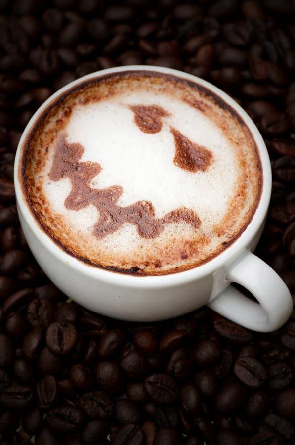 Kupa av kaffe och kaffebönor royaltyfri bild