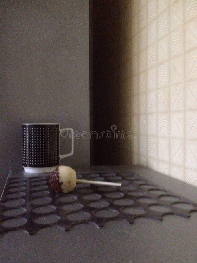 Kupa av kaffe Och kakapop arkivbild