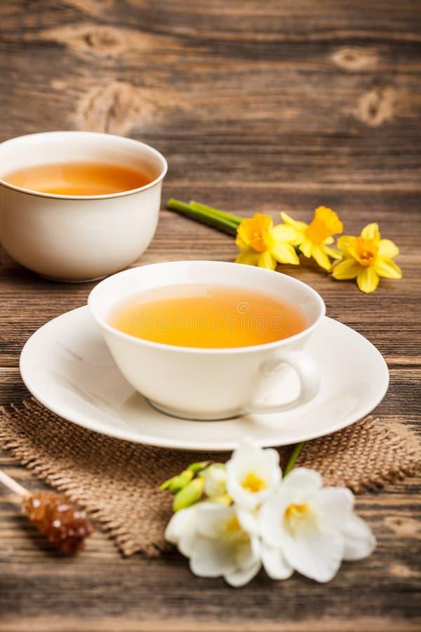 Kupa av svart tea arkivfoton