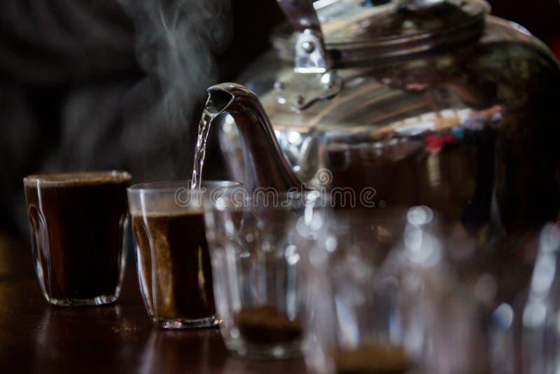 Kupa för process kaffeprovning fotografering för bildbyråer