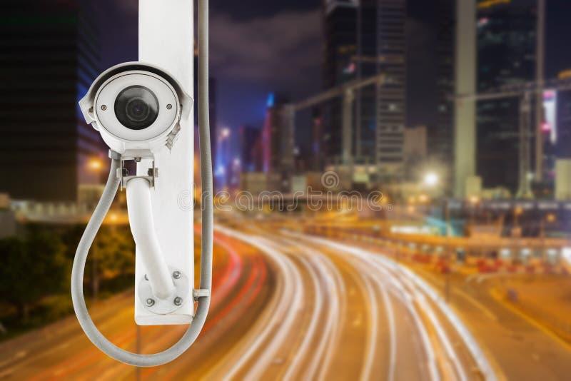 Kupczy kamery bezpieczeństwa inwigilaci CCTV na drodze w mieście zdjęcia royalty free