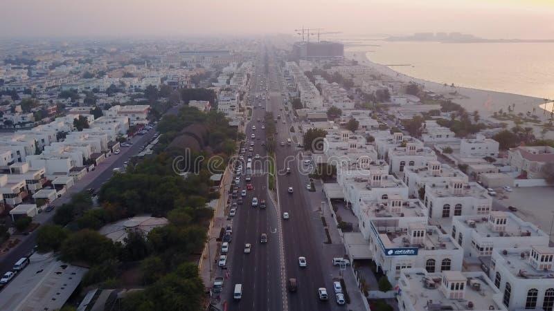 Kupczy na autostrady Sheikh Zayed Drogowy prowadzić centrum miasta widok z lotu ptaka Dubaj, Zjednoczone Emiraty Arabskie Odgórny zdjęcia royalty free