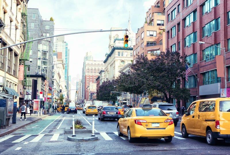 Kupczy na Manhattan ` s alei dam ` Milowym Historycznym okręgu w czasie, Miasto Nowy Jork, Stany Zjednoczone obraz tonujący obraz stock