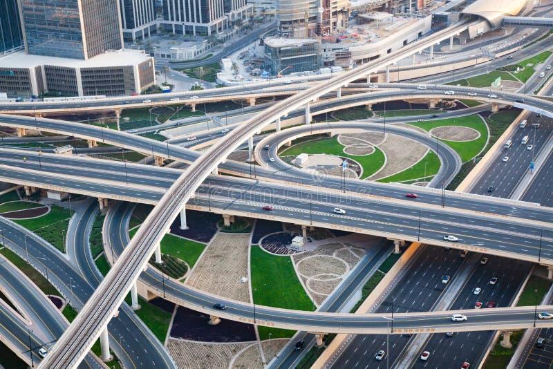 Kupczy na ruchliwie skrzyżowaniu na Sheikh Zayed autostradzie zdjęcia royalty free