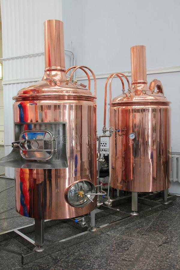 Kupferne Bottiche für das Brauen an der Brauerei lizenzfreie stockfotografie