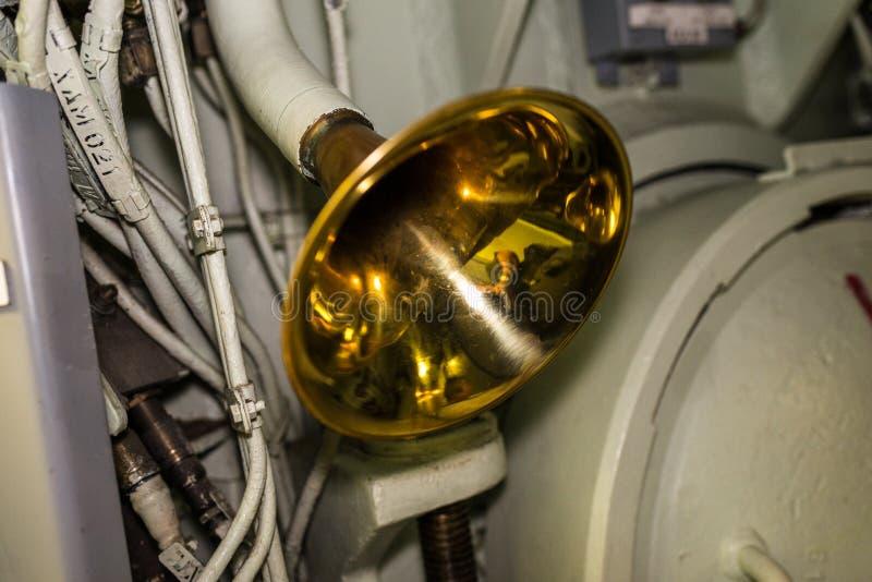 Kupfernes Horn für Tonsignal während des Kampfalarms lizenzfreie stockbilder