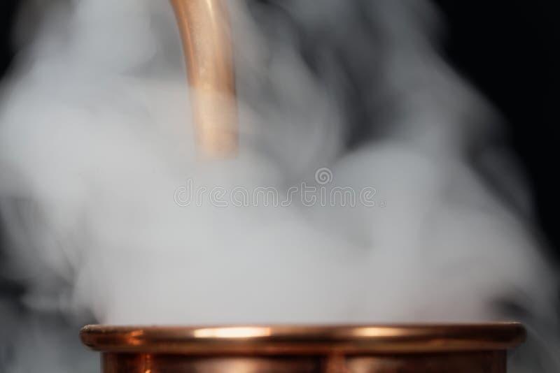 Kupferrohr mit Dampf lizenzfreies stockbild