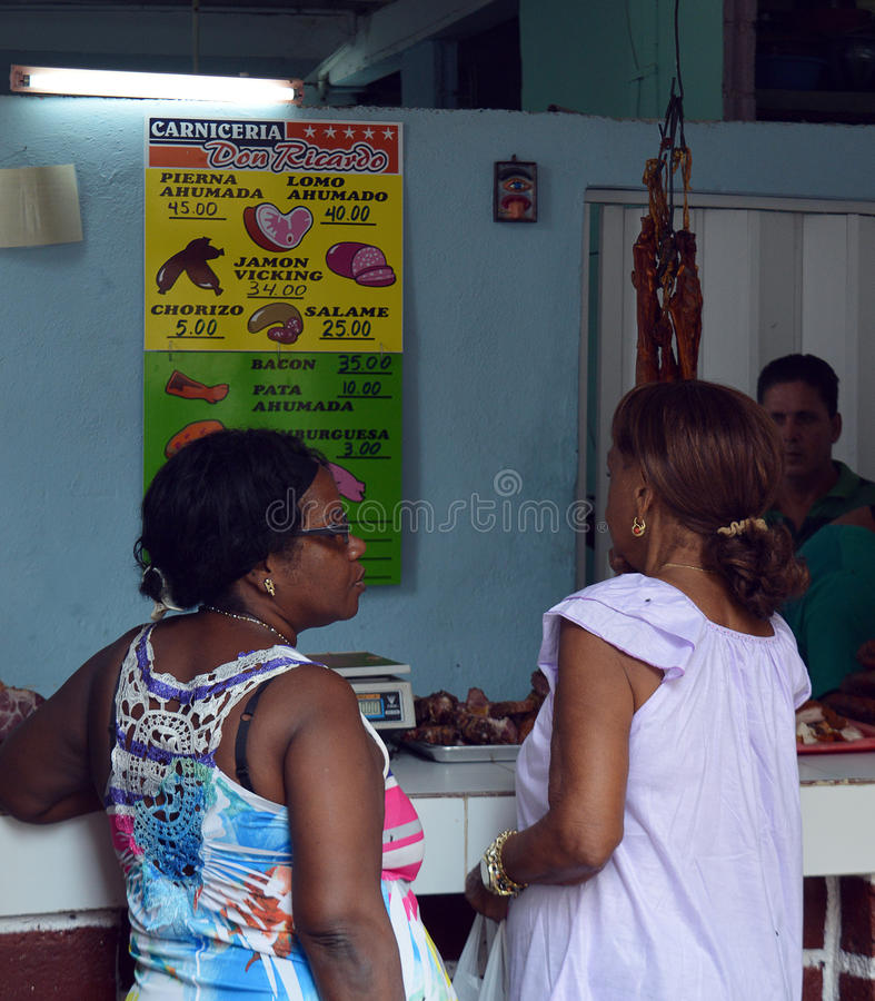 Kupienia mięso przy Hawańskim rynku kramem, Kuba obrazy stock