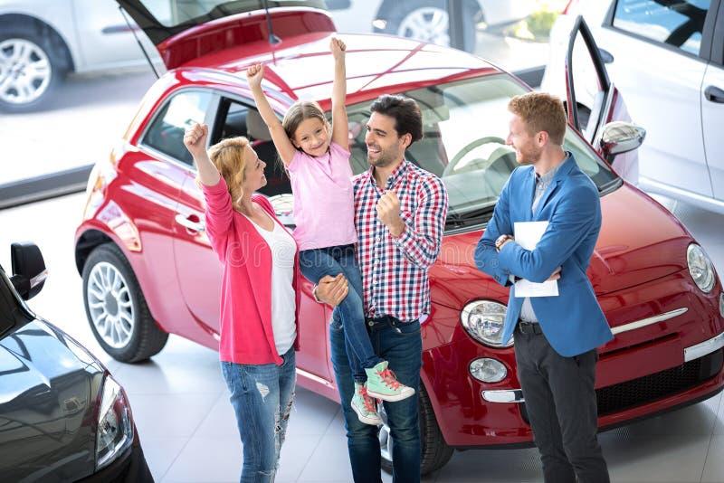 kupienia samochodu rodzina zdjęcia stock