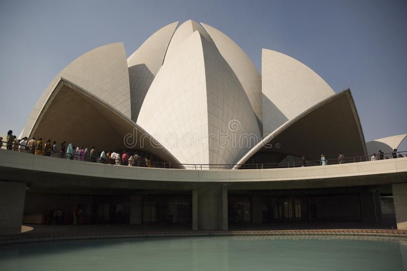 Kupol av de berömda religionerna för Lotus tempel allra i Indien royaltyfria foton