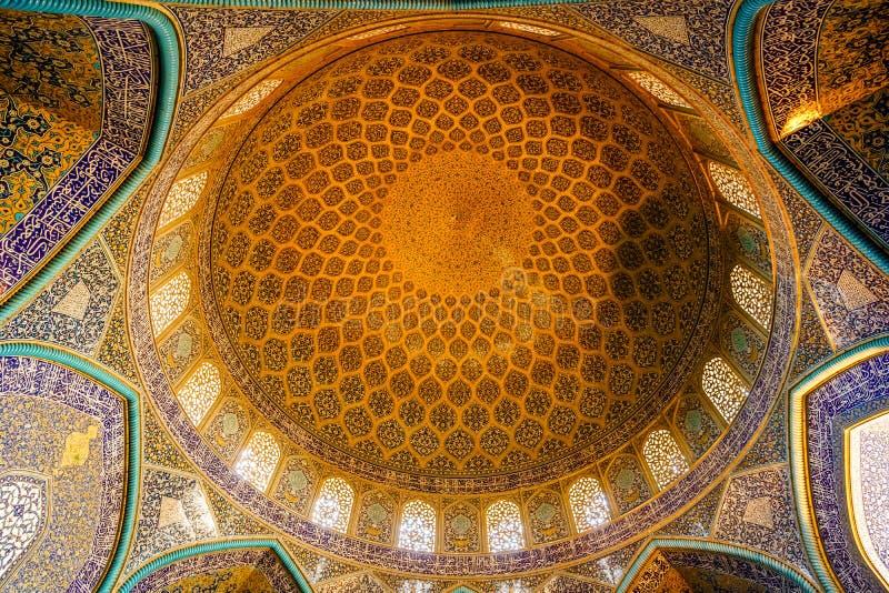 Kupol av den Lotfollah moskén i Esfahan - Iran arkivbilder