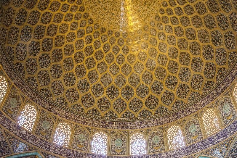 Kupol av den Sheikh Lotfollah moskén i Esfahan arkivfoton