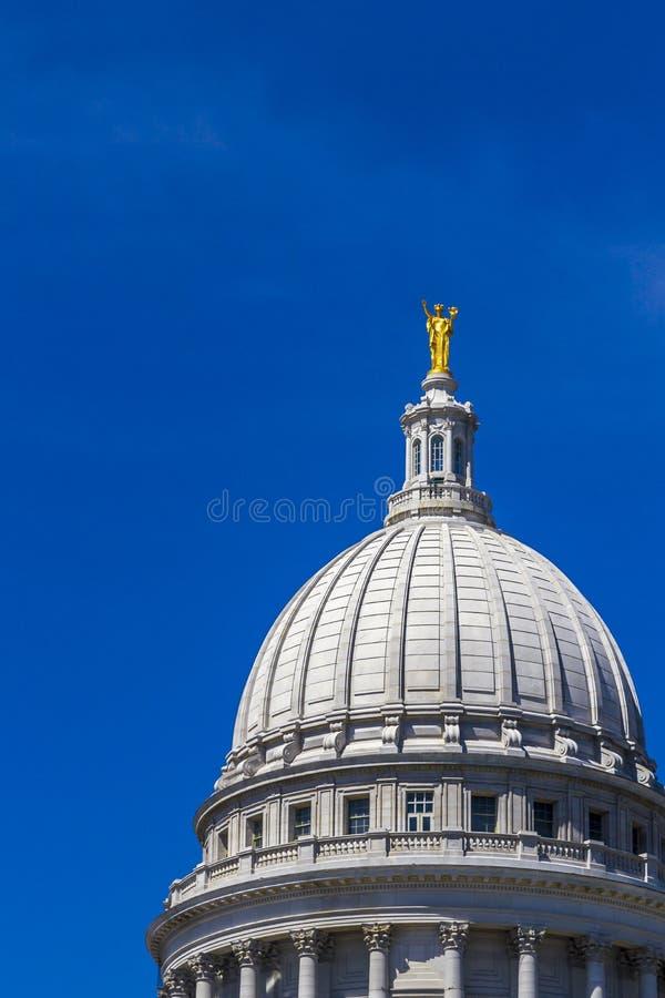 Kupol av den Wisconsin tillståndsKapitolium royaltyfri bild