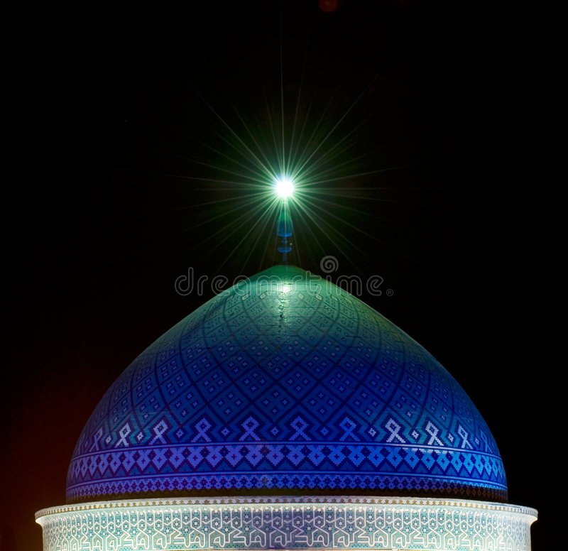 Kupol av moskén i natten arkivbilder