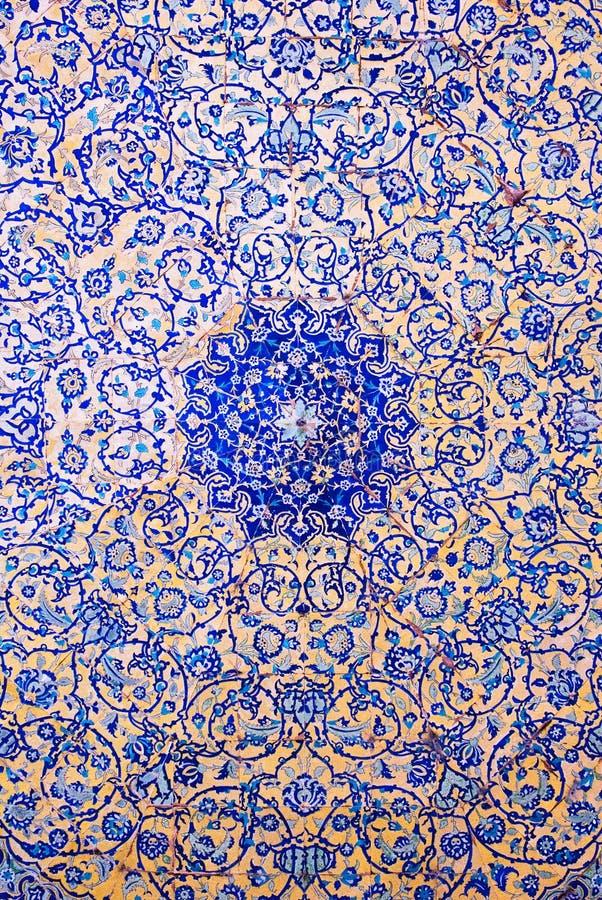 Kupol av moskén, orientaliska prydnadar, Isfahan arkivbild