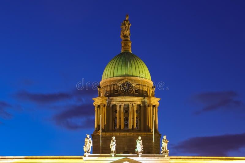 kupol Eget hus på natten dublin ireland royaltyfri bild