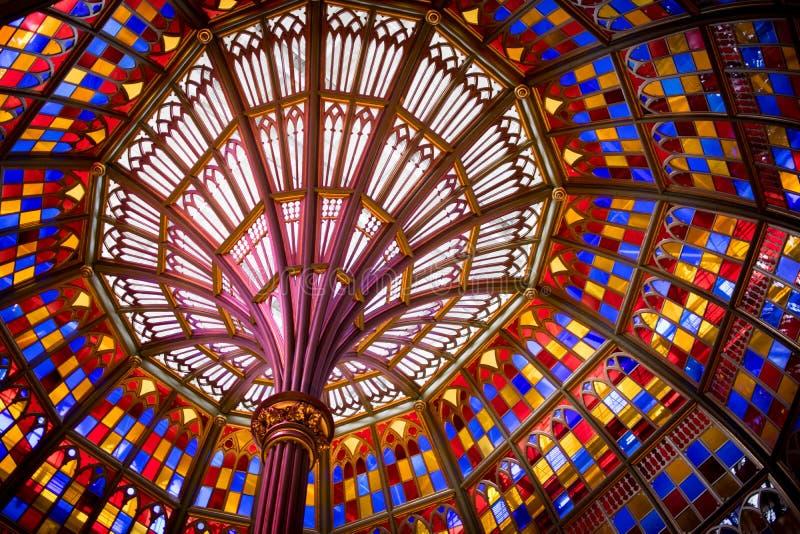 Kupol för målat glasstak i gammal Louisiana statKapitolium arkivfoton