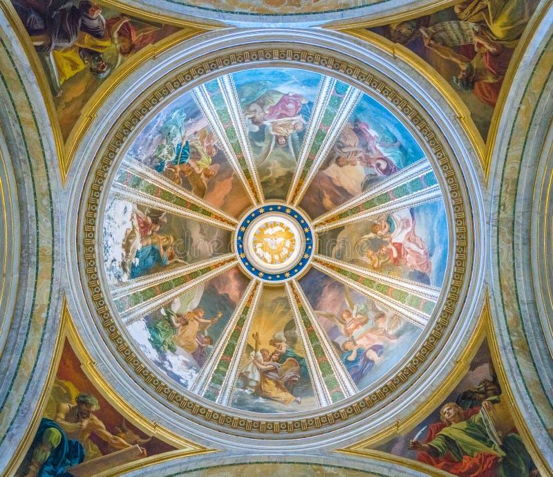 Kupol i ett sidokapell i kyrkan av St Ignatius av Loyola i Rome, Italien arkivbilder