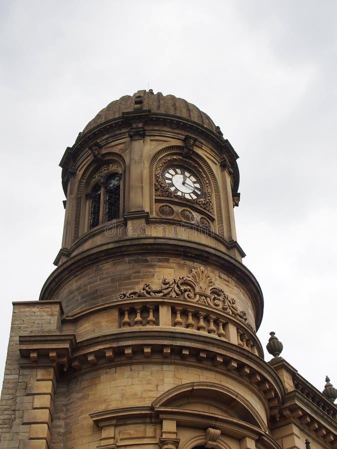 Kupol- och klockatornet av det tidigare stadshuset i den västra sowerby bron - yorkshire byggde i 1957 och för närvarande oanvänt royaltyfria foton