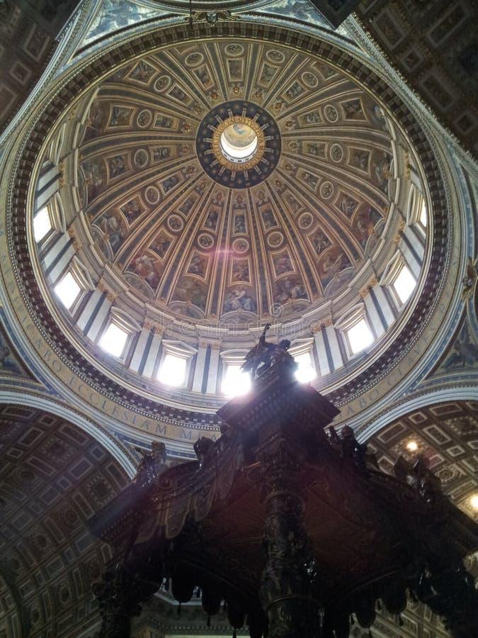 Kupolen av basilikan för St Peter's arkivbild