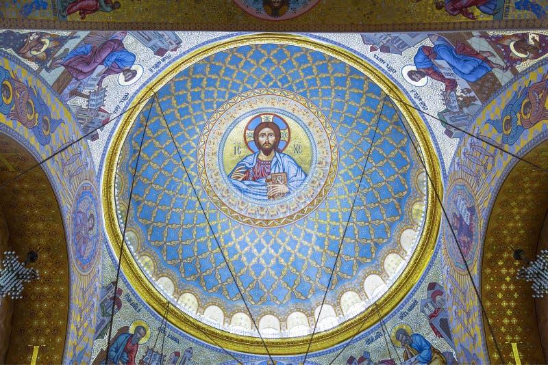 Kupolen av den sjö- domkyrkan av St Nicholas i Kronstadt, St Petersburg royaltyfri fotografi