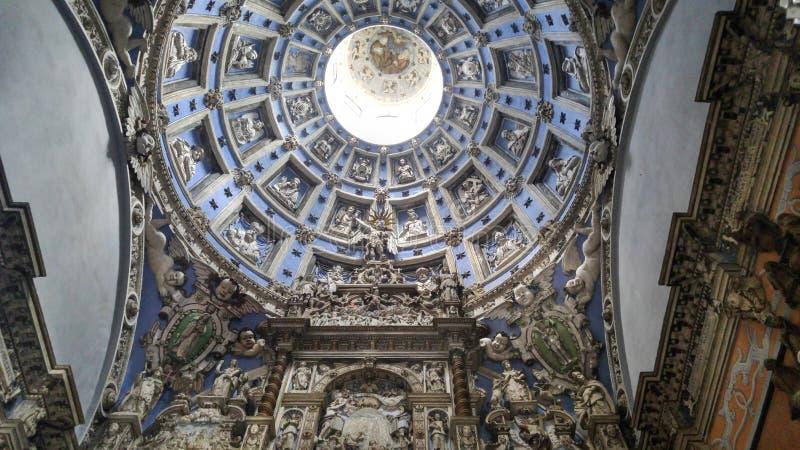 Kupolen av det Boim kapellet är en monument av religiös arkitektur i domkyrkafyrkanten, Lviv, Ukraina fotografering för bildbyråer