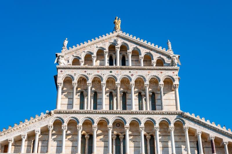 Kupolen av domkyrkan tilldelad till Santa Maria Assunta, i piazzadeien Miracoli i Pisa royaltyfri foto