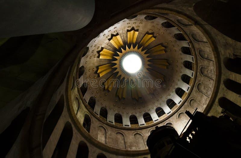 Kupolen av kyrkan av den heliga griften i Jerusalem royaltyfri foto