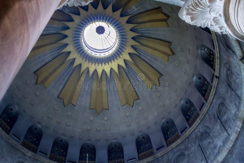 Kupolen av rotundan i den heliga griftkyrkan, Jerusalem royaltyfria bilder