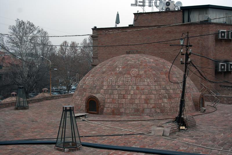 Kupolen av svavel badar i den gamla staden Tbilisi, Georgia arkivbilder