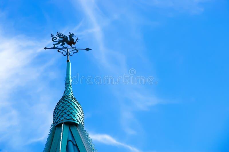 Kupolen med en kyrktorn som dekoreras med en drake royaltyfria bilder