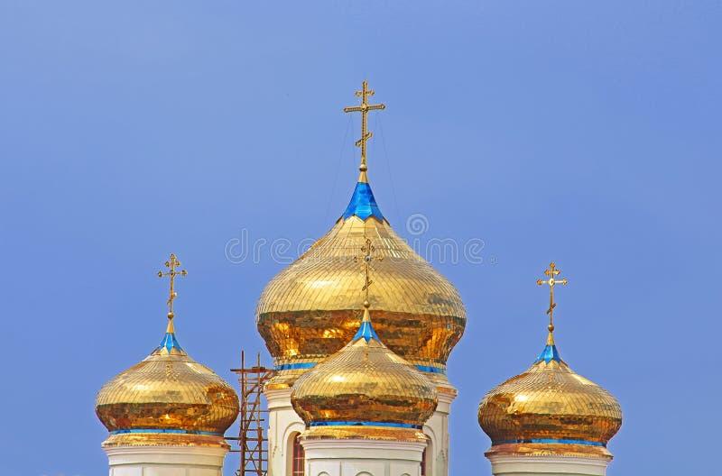Kupoler av Cyril och den Methodius domkyrkan i Khust arkivbild