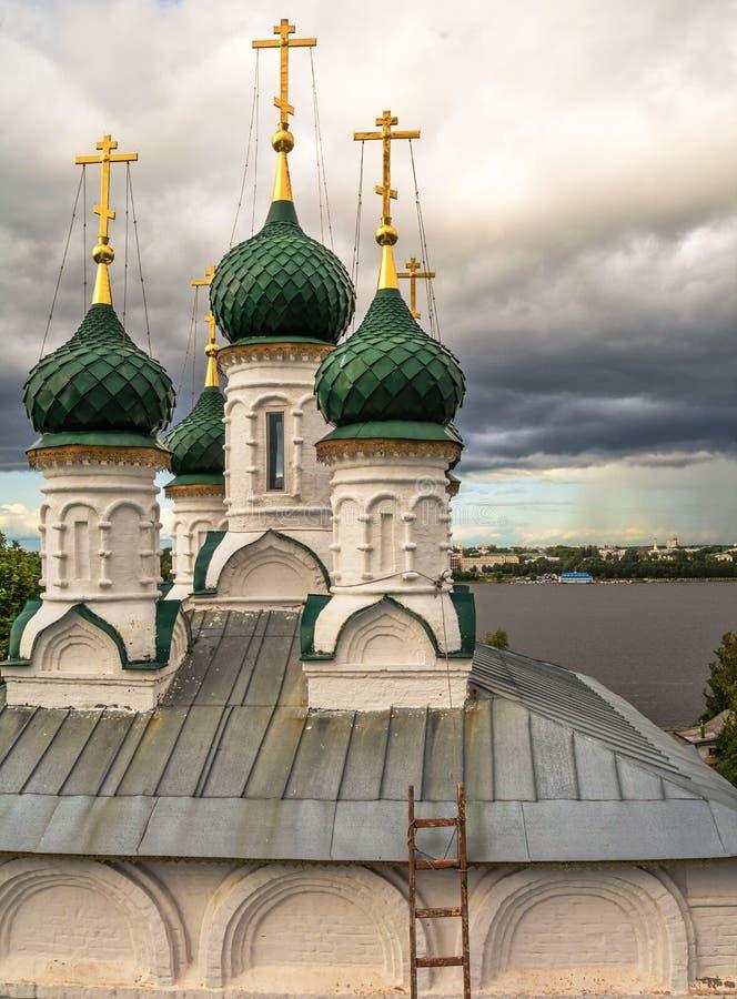 Kupoler av den gamla kyrkan royaltyfri fotografi