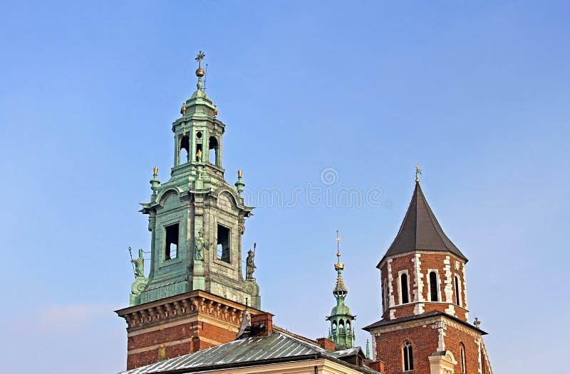 Kupoler av honom kunglig Archcathedral basilika, Krakow, Polen royaltyfri foto