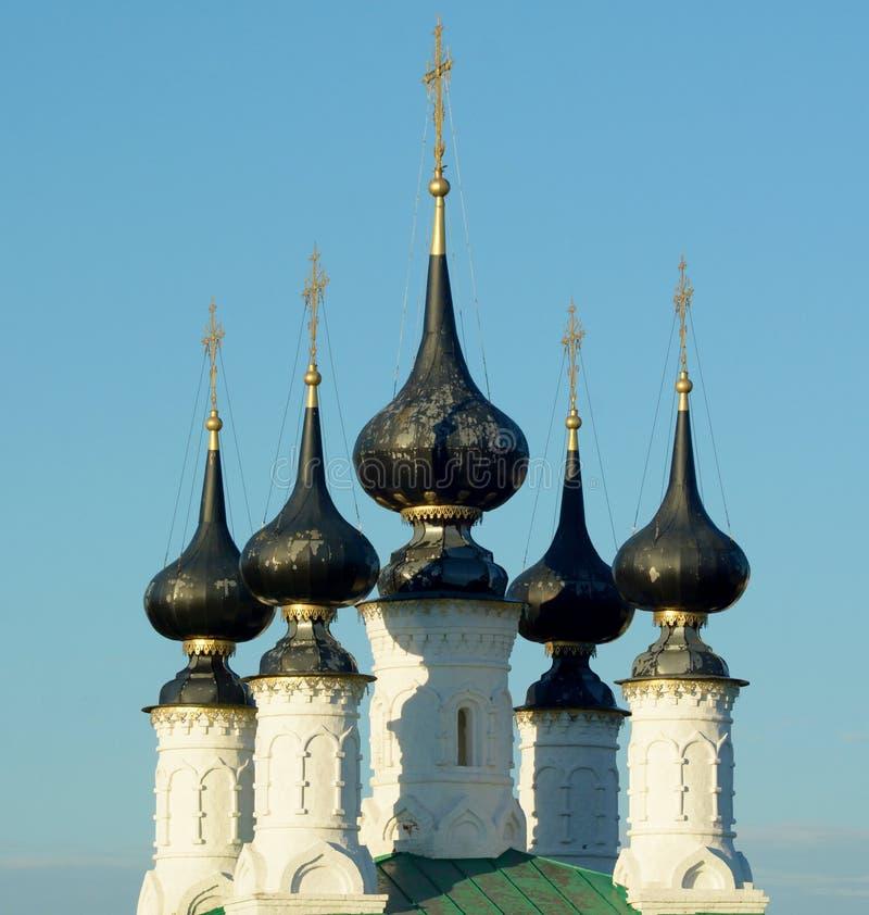 Kupoler av kyrkan i den Suzdal staden arkivfoto