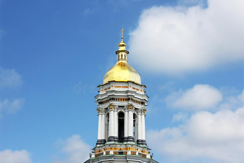 Kupoler av kyrkan Kyrka royaltyfria foton