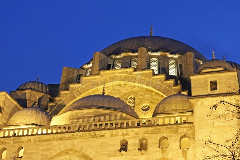 Kupoler av sikten för Suleymaniye moskénatt, Istanbul, Turkiet royaltyfri foto
