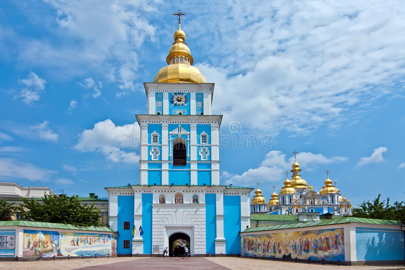 kupolformig guld- st för kiev michael kloster s royaltyfri bild